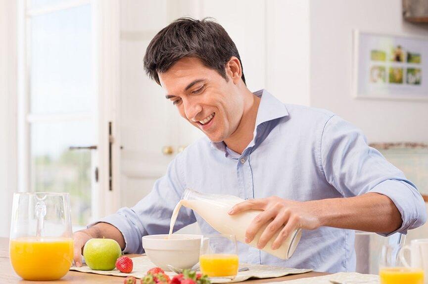 Man eating healthy foods